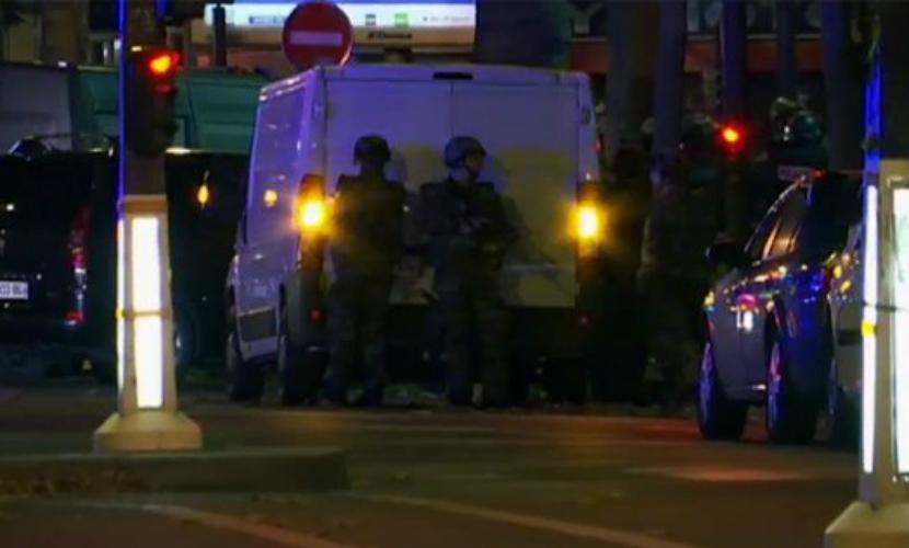 Полиция готовится к штурму театра, в котором террористы поочередно казнят заложников