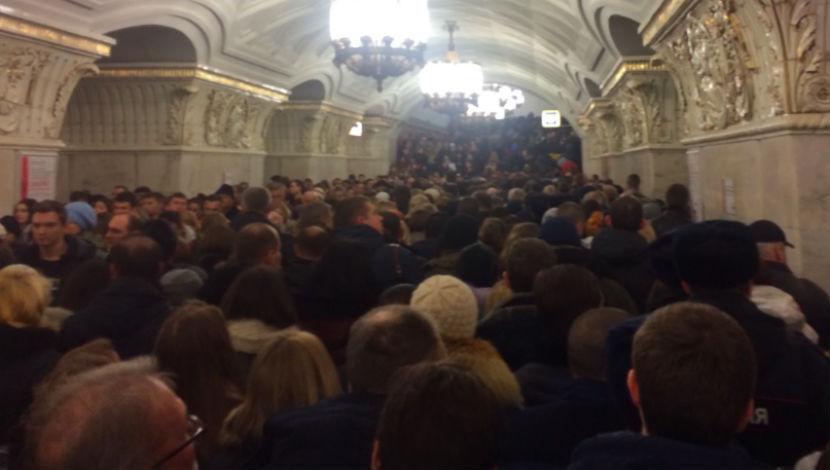 Солдат Росгвардии упал напути наКольцевой линии метро