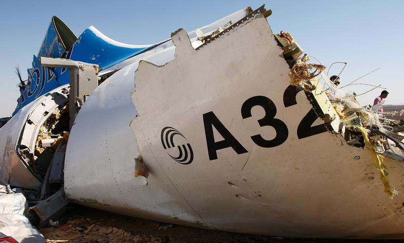 Озвучены три причины разрушения Airbus A321 в воздухе: взрыв, трещина и неисправный двигатель