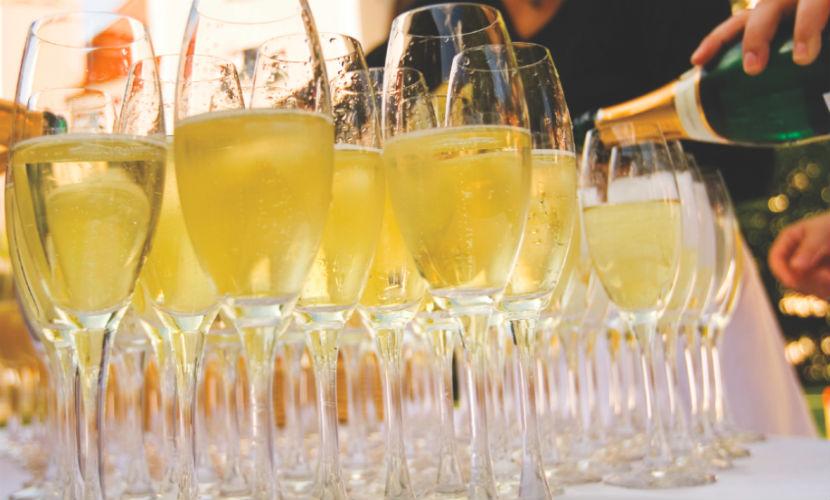 Шампанское предотвращает слабоумие и улучшает память, - ученые