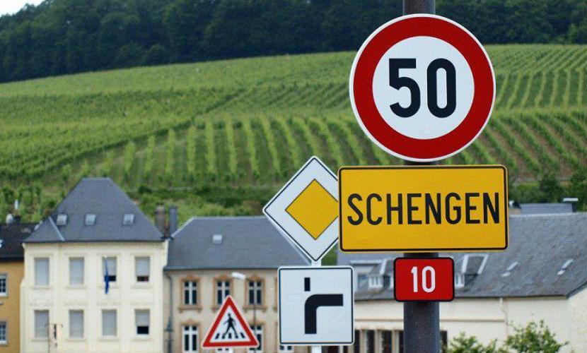 Австрия потребовала исключения Греции из Шенгенской зоны