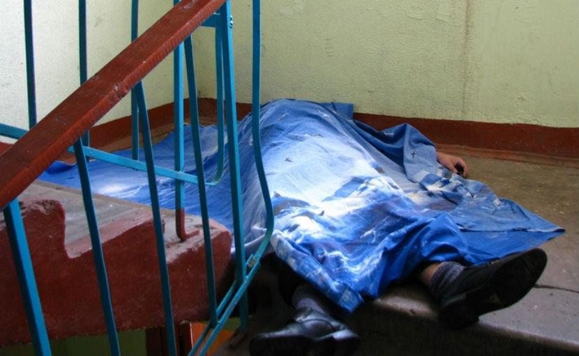 Мать и сына нашли убитыми в подъезде дома в Санкт-Петербурге