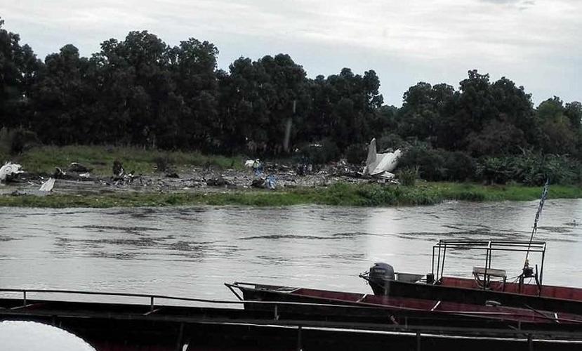 Самолет Ан-12 с российским экипажем рухнул на фермы в Южном Судане, есть погибшие на земле