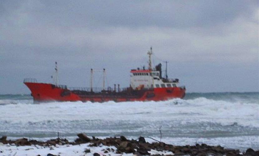 Экологическая катастрофа произошла на Сахалине из-за разлива топлива в море