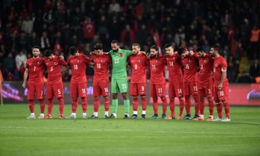 Турецкие фанаты «почтили память» жертв терактов в Париже свистом и скандированием такбира