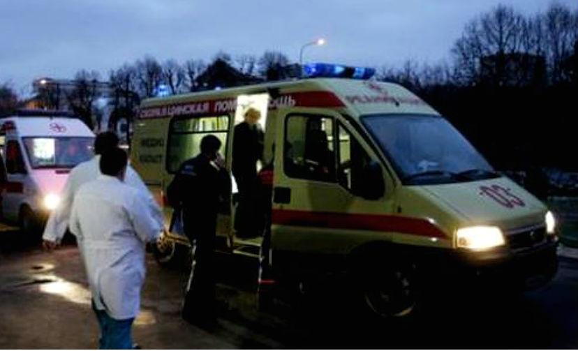 Пять человек погибли в опрокинутом автобусе