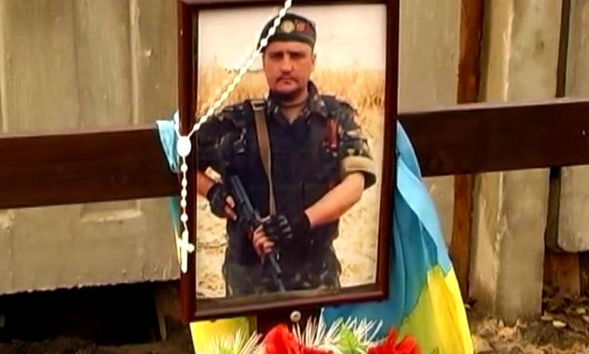 Могилы «героев АТО» на Украине уничтожили бульдозером