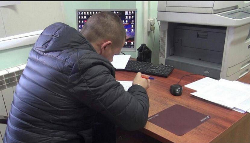 Московский водитель набросился с топором на сотрудников ДПС