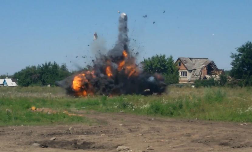 Двое украинских офицеров подорвались на растяжке в Донбассе