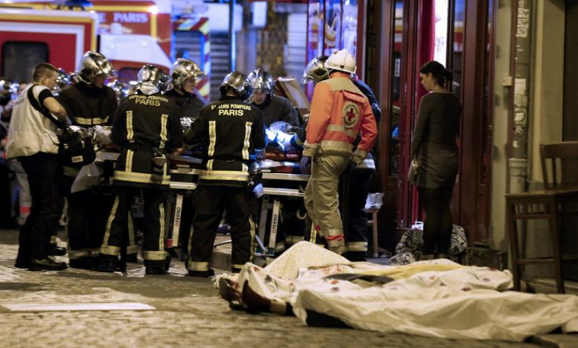 МВД Франции: В пятничных терактах погибли 128 человек