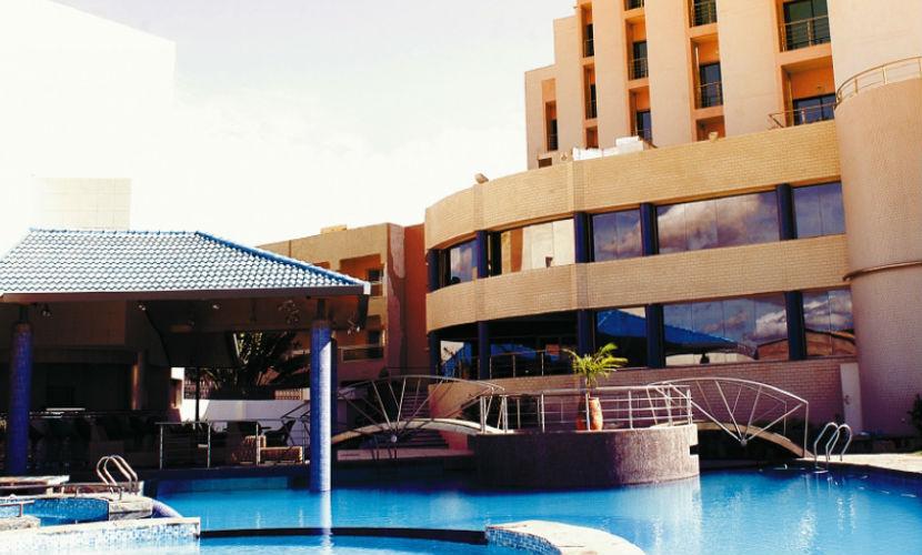 Террористы взяли в заложники 170 человек в отеле на западе Африки