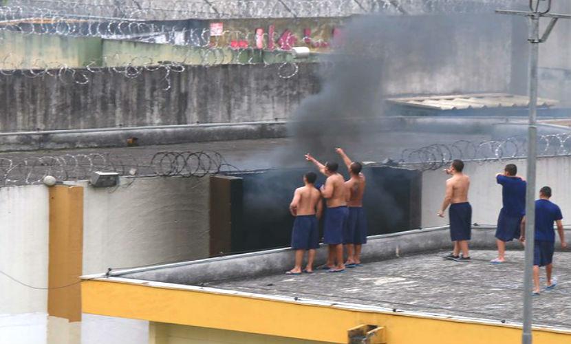 Малолетние бандиты захватили тюрьму в Бразилии, взяв в заложники охрану