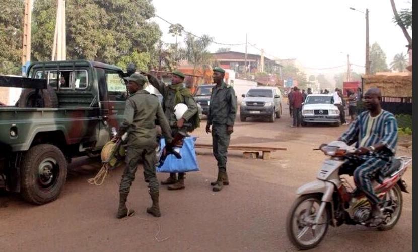 Взахваченном боевиками отеле вМали остаются 137 заложников