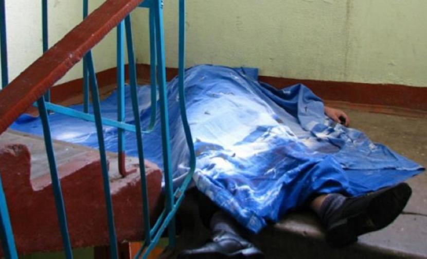 Слесарь из Ростовской области застрелился на лестничной площадке