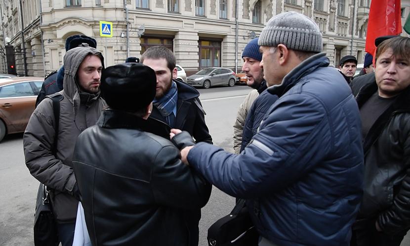 Дагестанские дальнобойщики устроили потасовку возле администрации президента