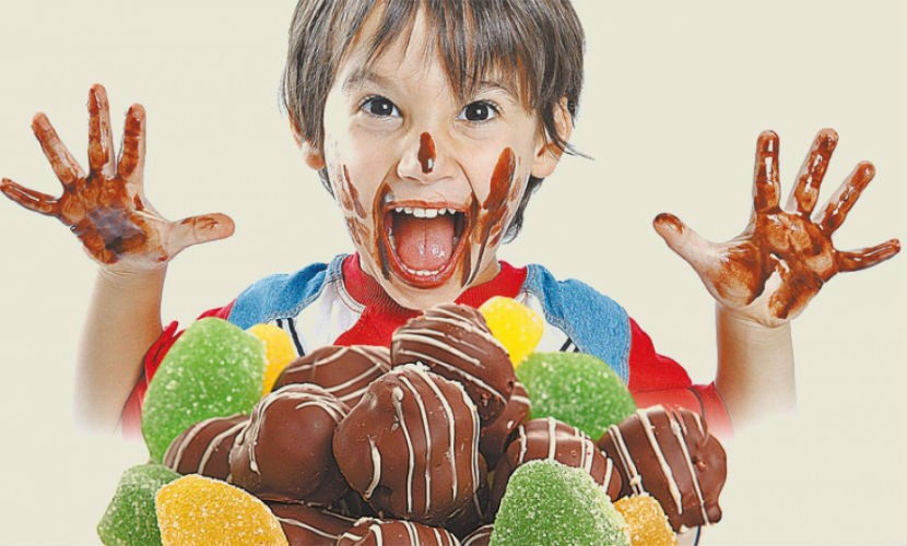 Роспотребнадзор призвал россиян не покупать детям конфеты с алкоголем на Новый год
