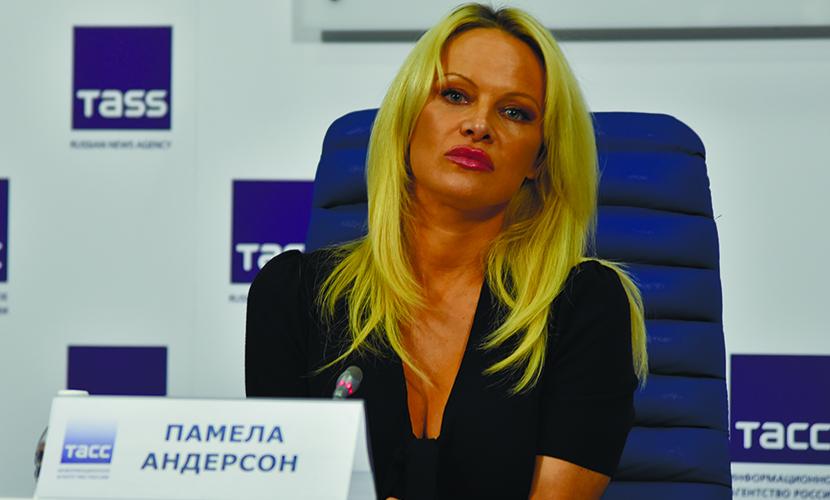Памела Андерсон обиделась на Путина за издевательство над рыбами