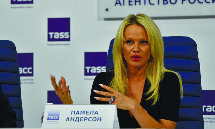 Памела Андерсон отказалась добавить к двум гражданствам российское