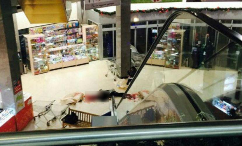 Мужчина упал с эскалатора на голову посетителя ТЦ в Казани