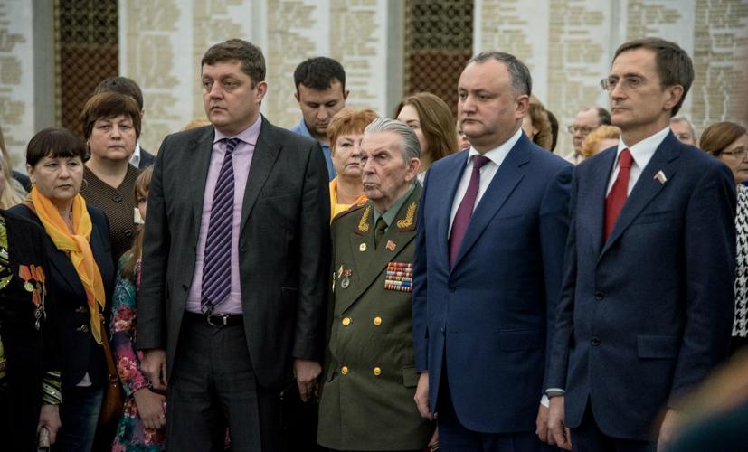 Социалисты России и Молдовы наградили увековечивших Великую Победу
