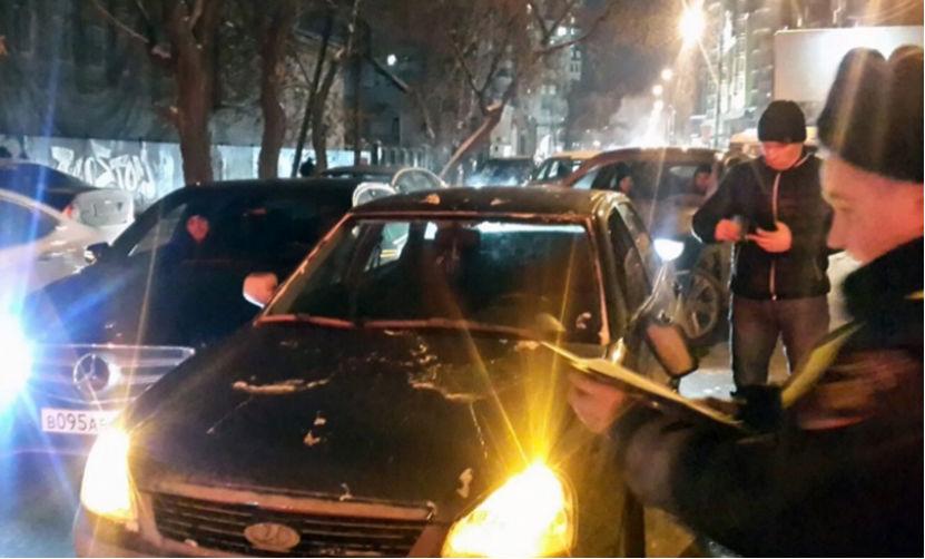В Екатеринбурге угонщик с девушкой протаранил 8 автомобилей и патрульную машину