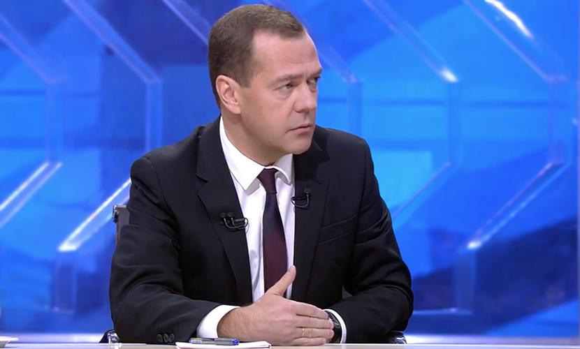 Если банки несутся в пропасть, вся экономика рушится, - Дмитрий Медведев