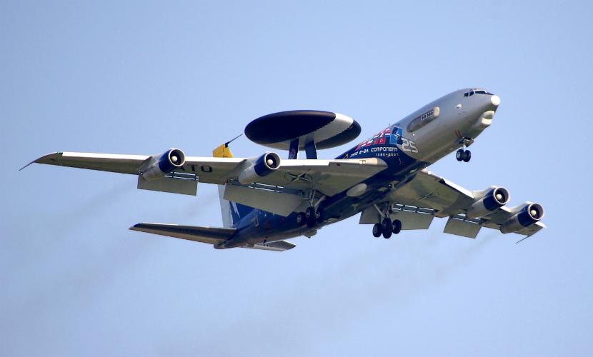 НАТО перебрасывает самолеты-разведчики в Турцию