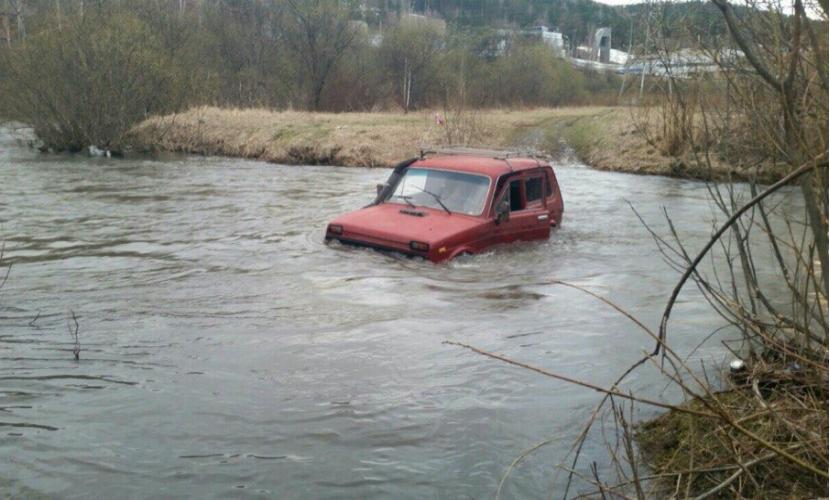 В Осетии четыре человека утонули во внедорожнике, упавшем в реку