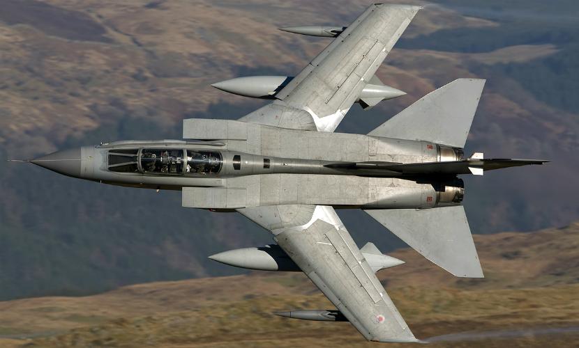 Британская авиация нанесла первые удары по позициям боевиков ИГ в Сирии