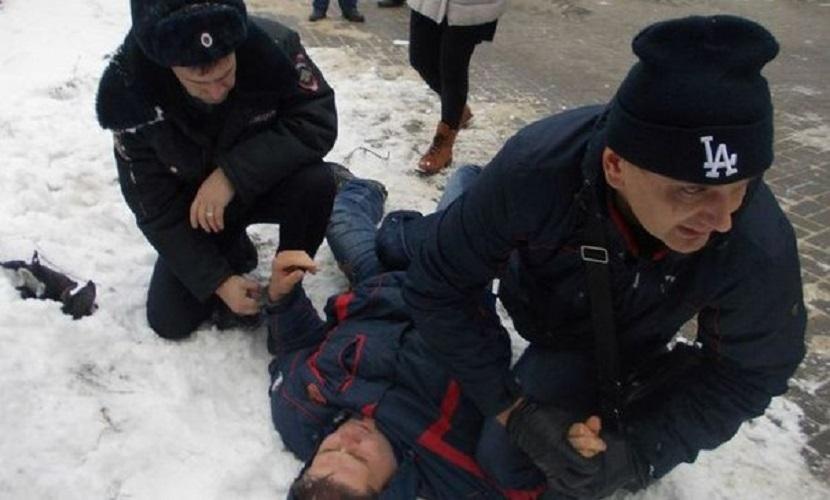 Воронежский полицейский пострадал от торговца нелегальным алкоголем
