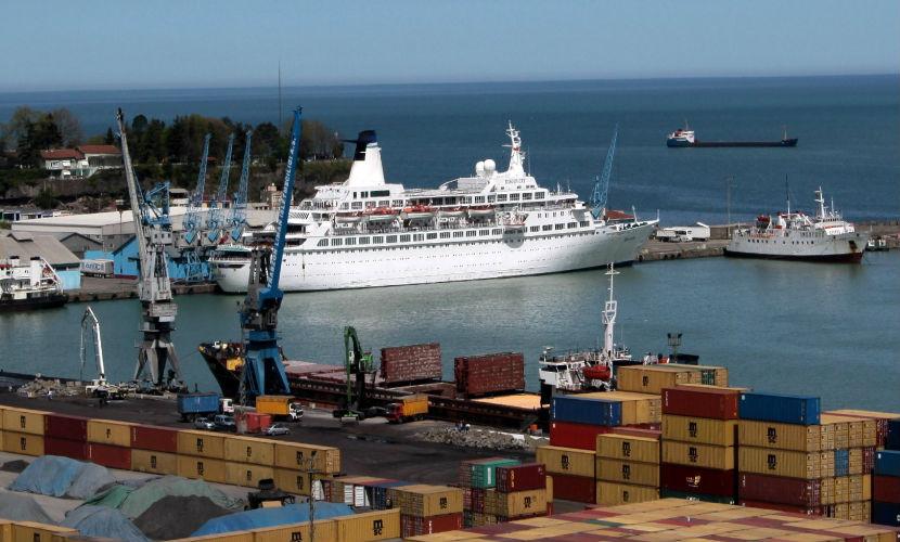 В Турецком порту Трабзон задержали два российских судна