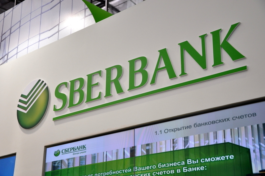 Клиенты Сбербанка столкнулись с проблемами при расчетах по картам