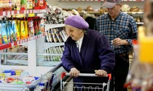 Половине россиян денег хватает только на еду