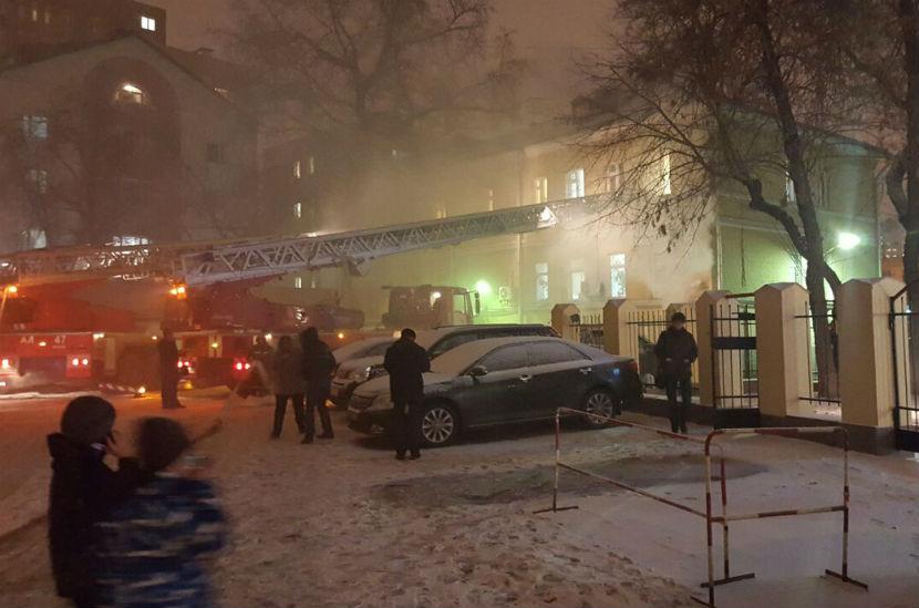 В Москве тушат здание Таганского суда