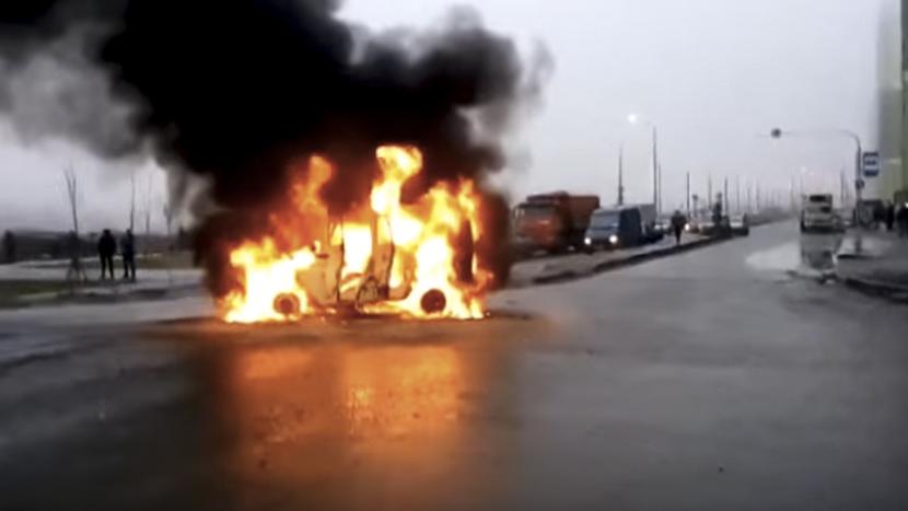 Опубликовано видео с места расстрела полицейского автомобиля в Петербурге