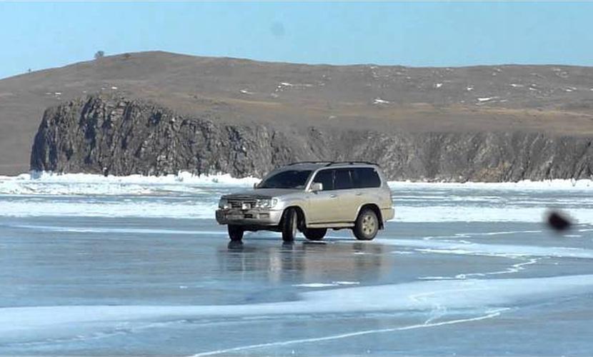 Опасный дрифт на льду в Чите привел к гибели молодых людей