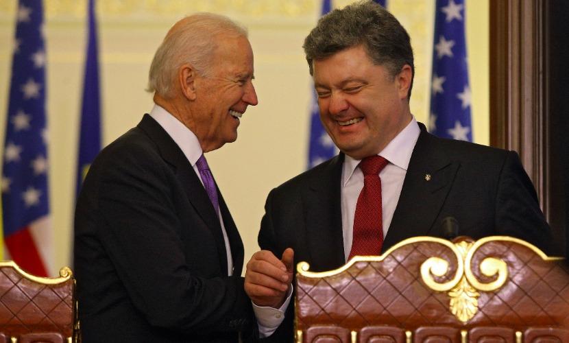 Байден признался в Киеве, что общается с Порошенко куда чаще, чем со своей женой