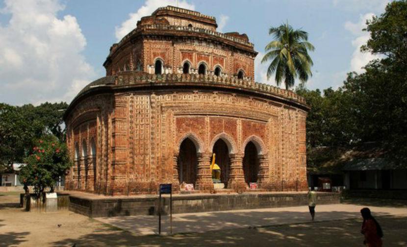 Крупный взрыв произошел в храме в Бангладеш, есть пострадавшие