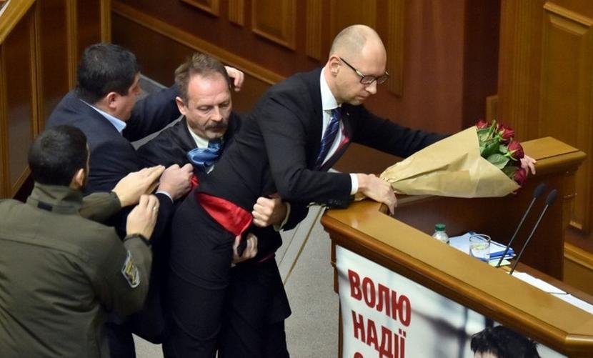 Барна назвал Яценюка хряком и проституткой, а Кабмин Украины увидел «руку Кремля»