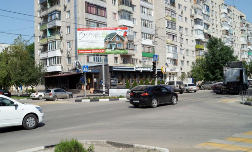 Житель Батайска нашел пакет со взрывчаткой и шнуром возле проезжей части