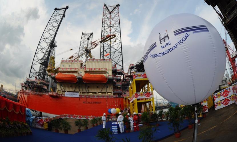 Турецкое судно встало на пути российского транспортного каравана в Черном море