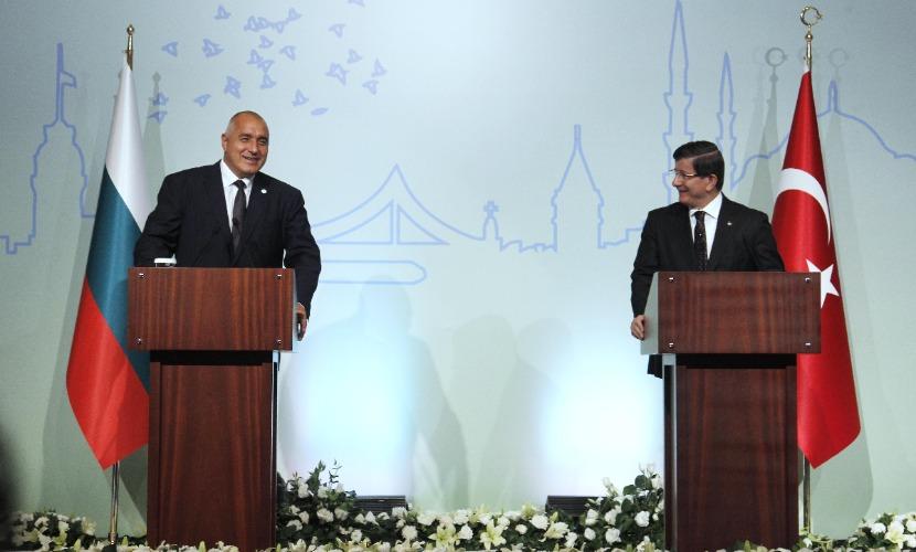 Давутоглу заявил в Софии о готовности Турции вести диалог с Россией