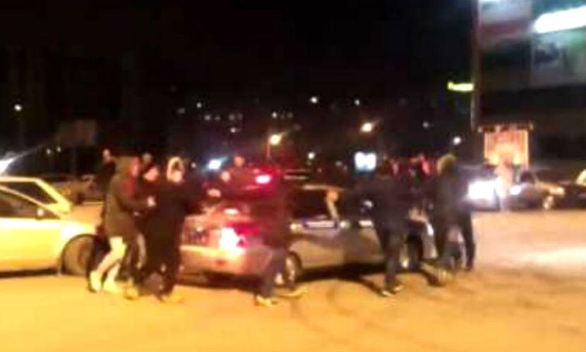 Ростовские автогонщики устроили дерзкий «новогодний утренник» вокруг машины ДПС
