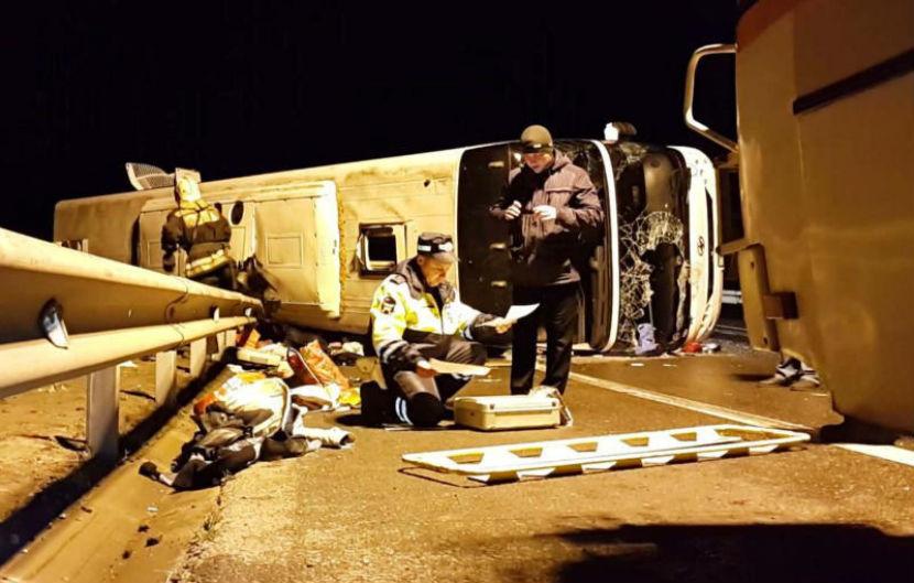 15 человек пострадали в опрокинувшемся рейсовом автобусе под Москвой