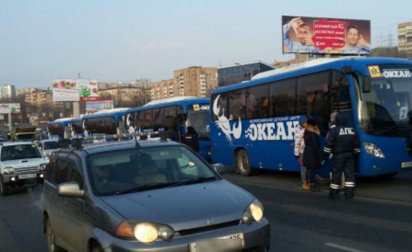 5 автобусов со школьниками столкнулись во Владивостоке