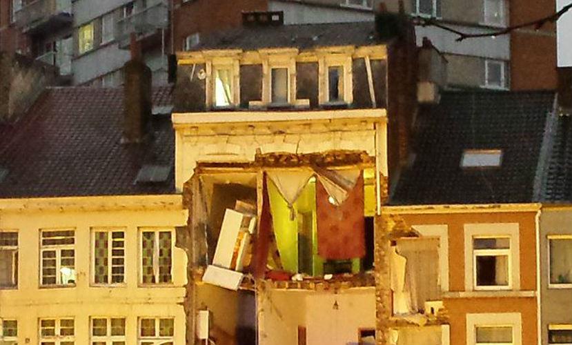 Одиннадцать человек пострадали при обрушении дома после взрыва в Бельгии