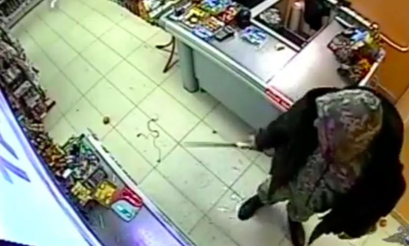 Продавец в Нижневартовске отбился яйцами от грабителя с мачете