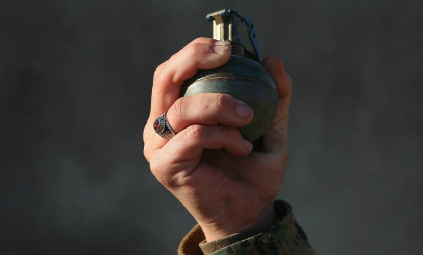 Мужчина взорвал гранату рядом с толпой под Киевом, трое ранены