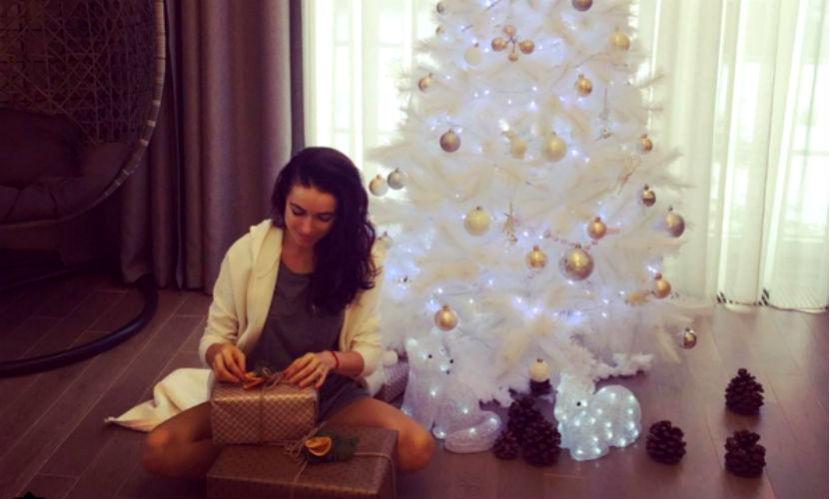 Звезды российского шоу-бизнеса раскрыли секреты своих новогодних ёлок