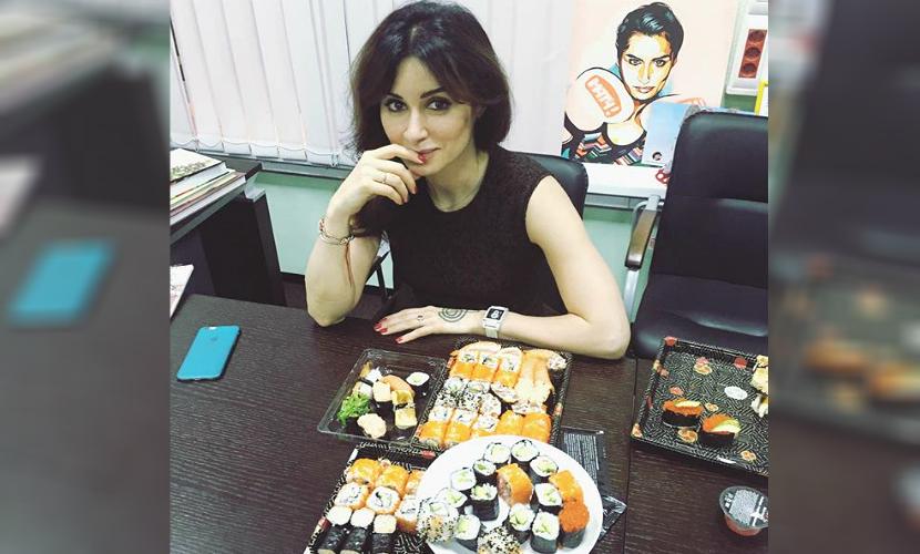 Оголодавшая Тина Канделаки съела в студии «Матч ТВ» полсотни суши